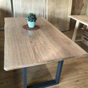 Tisch aus Eiche mit 2 Ansteckplatten