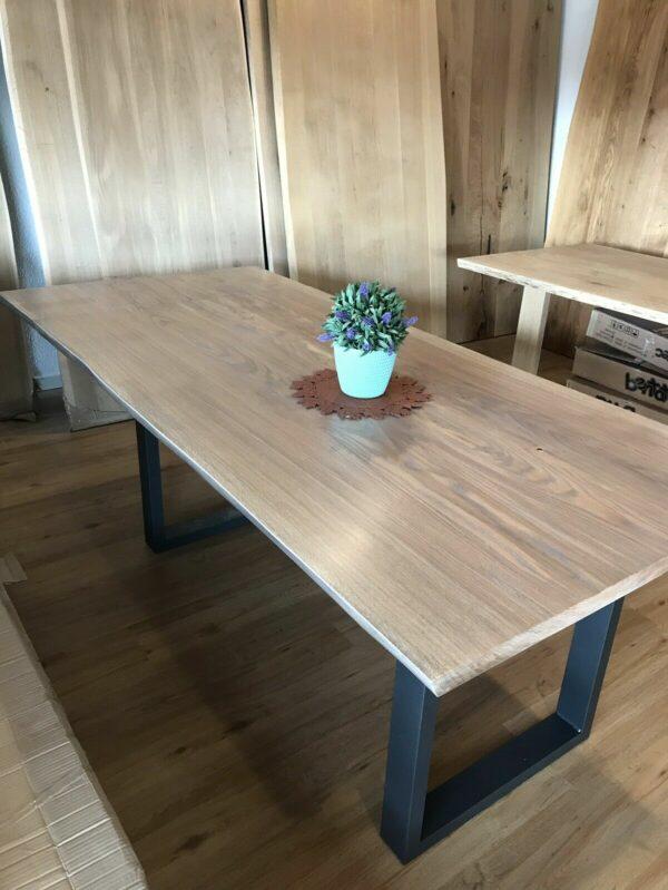 Möbel-Natur-Komfort   Tisch aus Eiche mit Edelstahl-Beinen