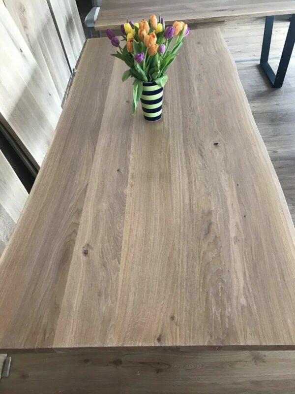 Möbel-Natur-Komfort | Tisch aus Eiche mit Baumkante (220 x 100 cm)