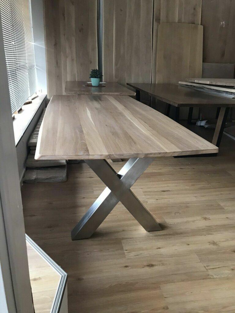 Möbel-Natur-Komfort | Tisch aus Eiche mit Edelstahl-Beinen