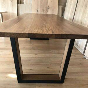 Tisch aus Eichen-Massivholz